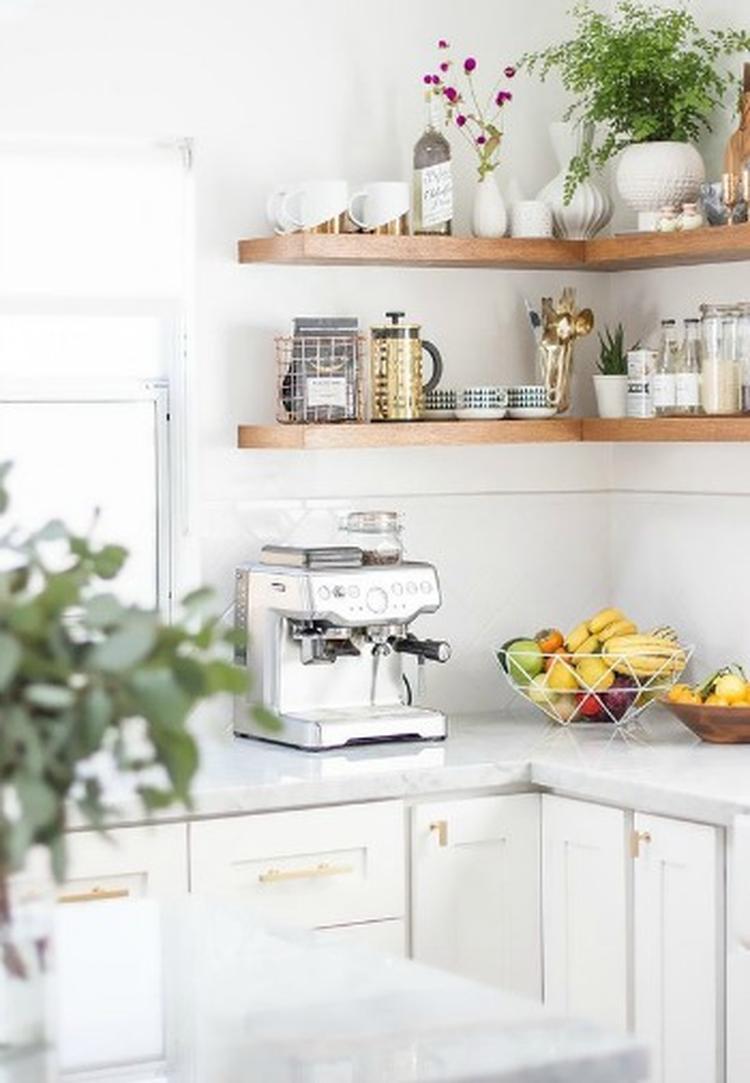 Planken Voor In De Keuken.Stal Je Mooiste Servies Uit Op Planken In Je Keuken Om Je Keuken Een