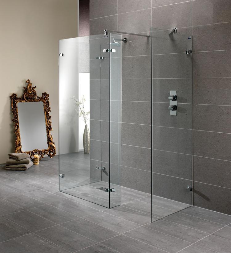 Badkamer met inloopdouche van Duscholux. In deze badkamer valt ...