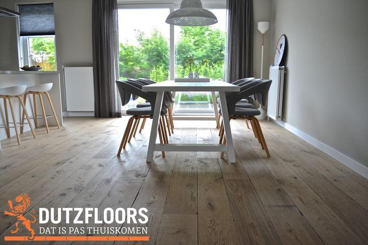Verouderde eiken houten vloer op vloerverwarming custom made by