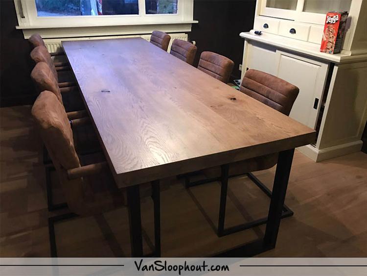 Compleet interieur foto. Een Rustiek New Oak tafelblad in gerookt ...