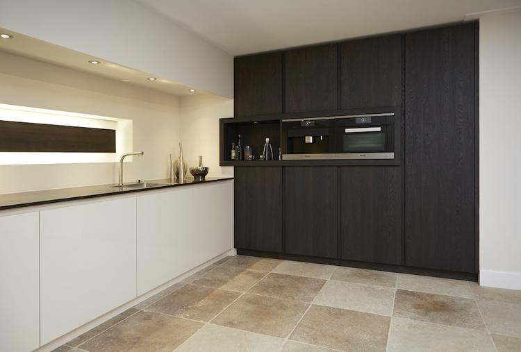 Heel gaaf deze keuken in twee verschillende materialen en kleuren