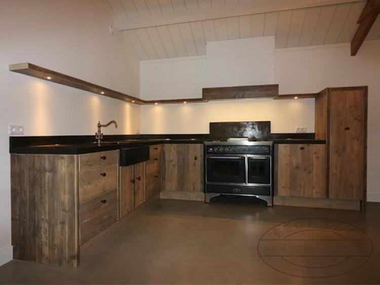 Nieuw Stoere landelijke houten keuken. Deze hoekkeuken heeft een VB-68