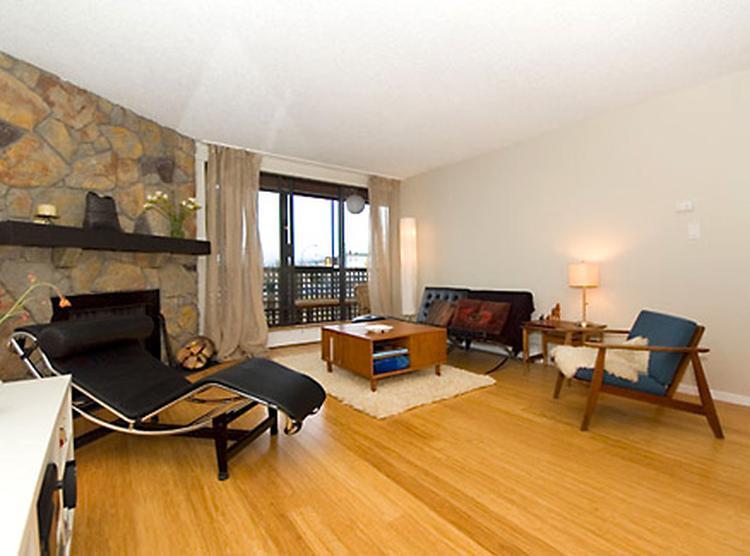 Jaren 50 woonkamer met bamboevloer. Erg stijlvolle woonkamer met een ...