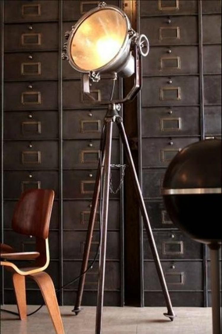 Een prachtige studiolamp is een perfect accessoire voor een ...