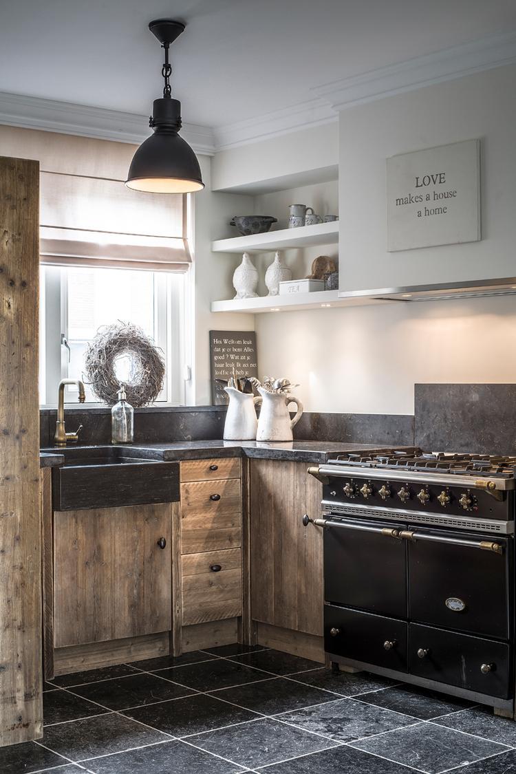 Keuken planken wand. foto geplaatst door landi69 op welke.nl