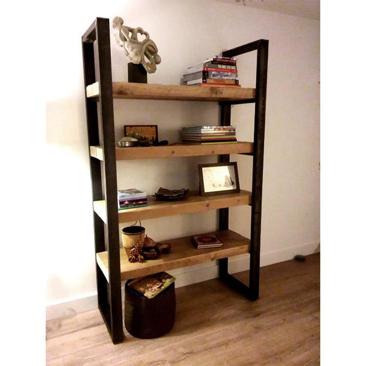 Deze industriële boekenkast Timber is gemaakt van oude balken met ...