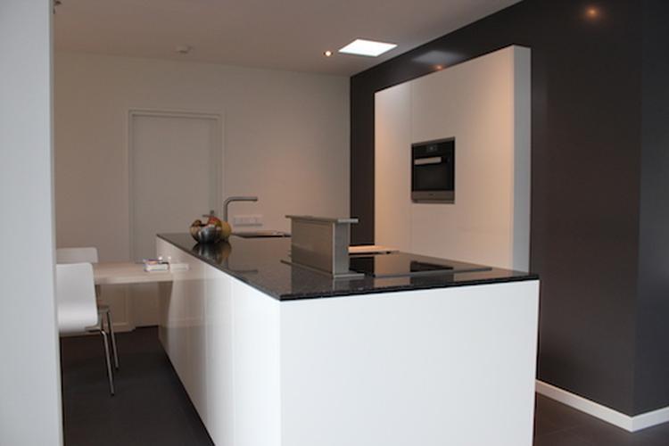 Mooie compacte keuken. door de kastenwand te verzinken in de muur ...
