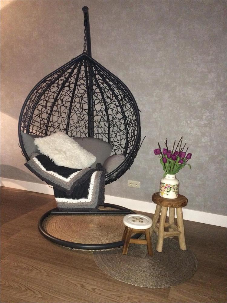 Hangstoel in de woonkamer. Foto geplaatst door toetjes op Welke.nl