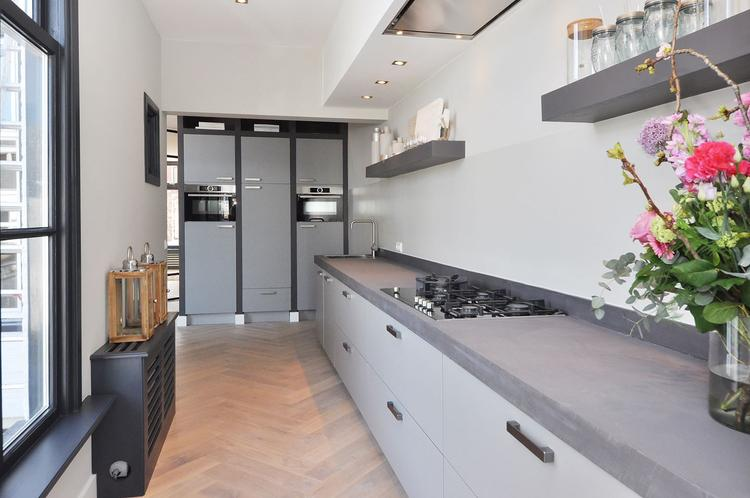 Keuken voorzien van beton cire keukenblad samenwerking met beton