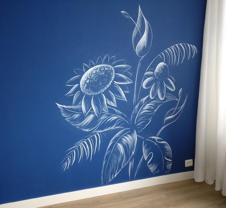 Muurtekening planten en bloemen op gekleurde muur. Kan ook prima in ...