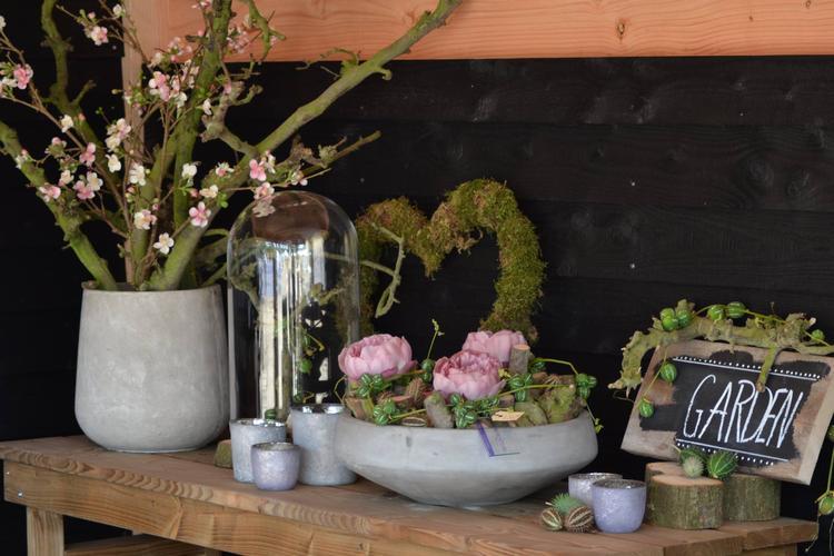 Decoratie tuinhuis hoekje decoratietakken foto geplaatst