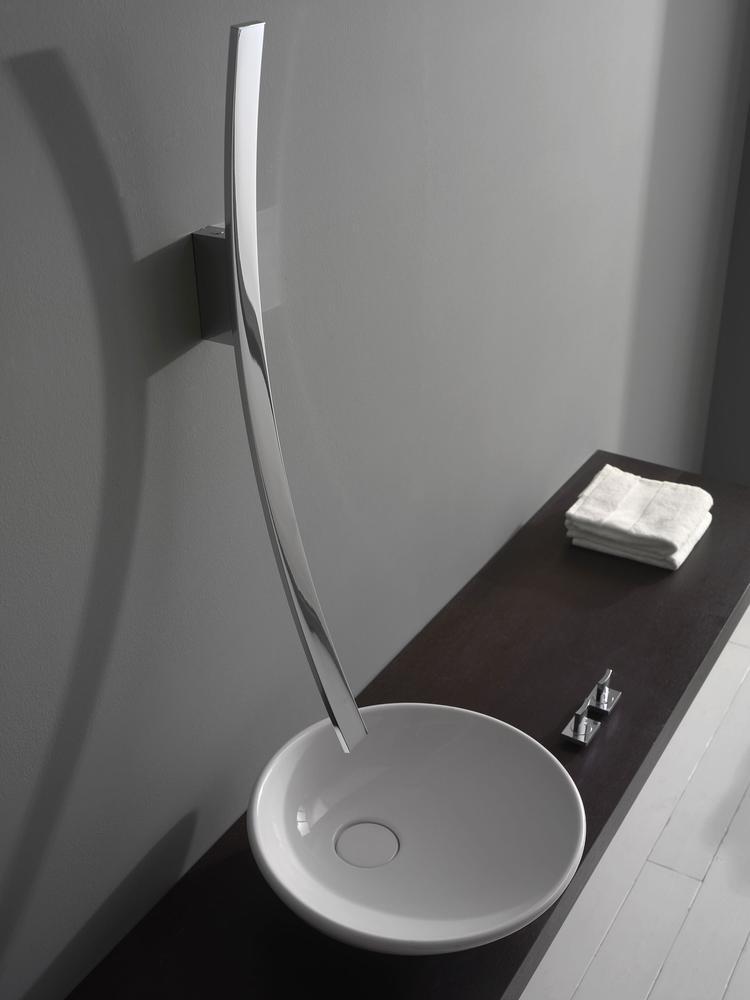 Modern vormgegeven wandkraan Luna. Deze moderne designkraan heeft ...