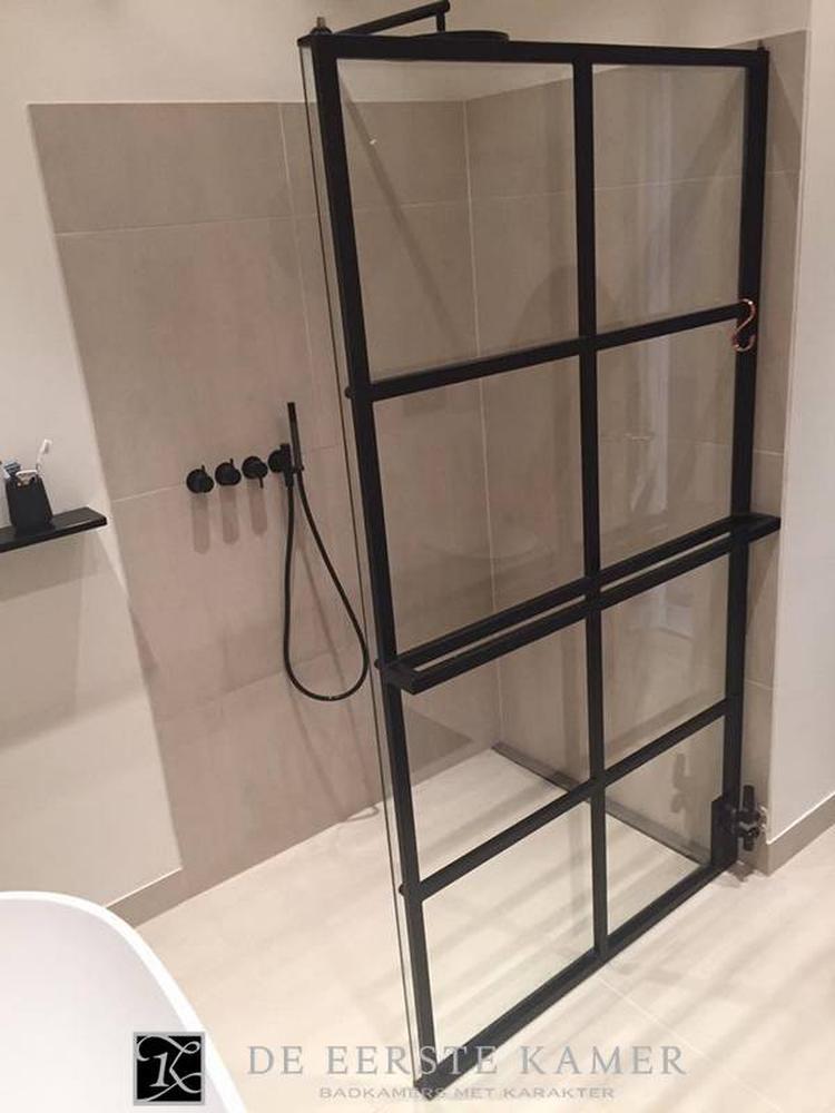 De Eerste Kamer badkamers) Gave stalen douchewand met ...
