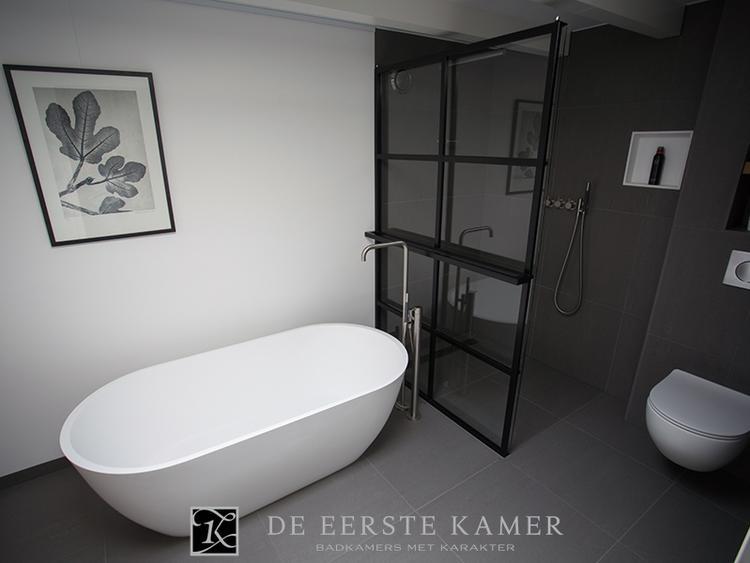 De Eerste Kamer) Schitterende stalen douchewand in deze stijlvolle ...