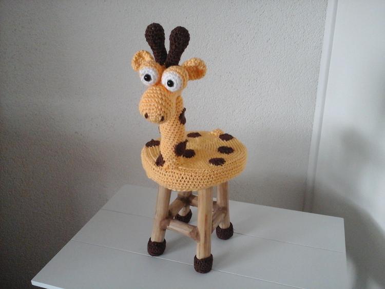 Houten Krukje Omhaakt Tot Giraffe Foto Geplaatst Door Jadine Op
