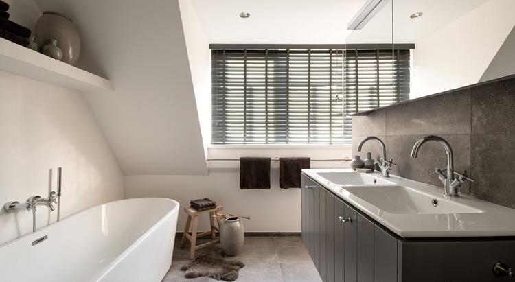 Middelkoop culemborg badkamers deze modern klassieke badkamer