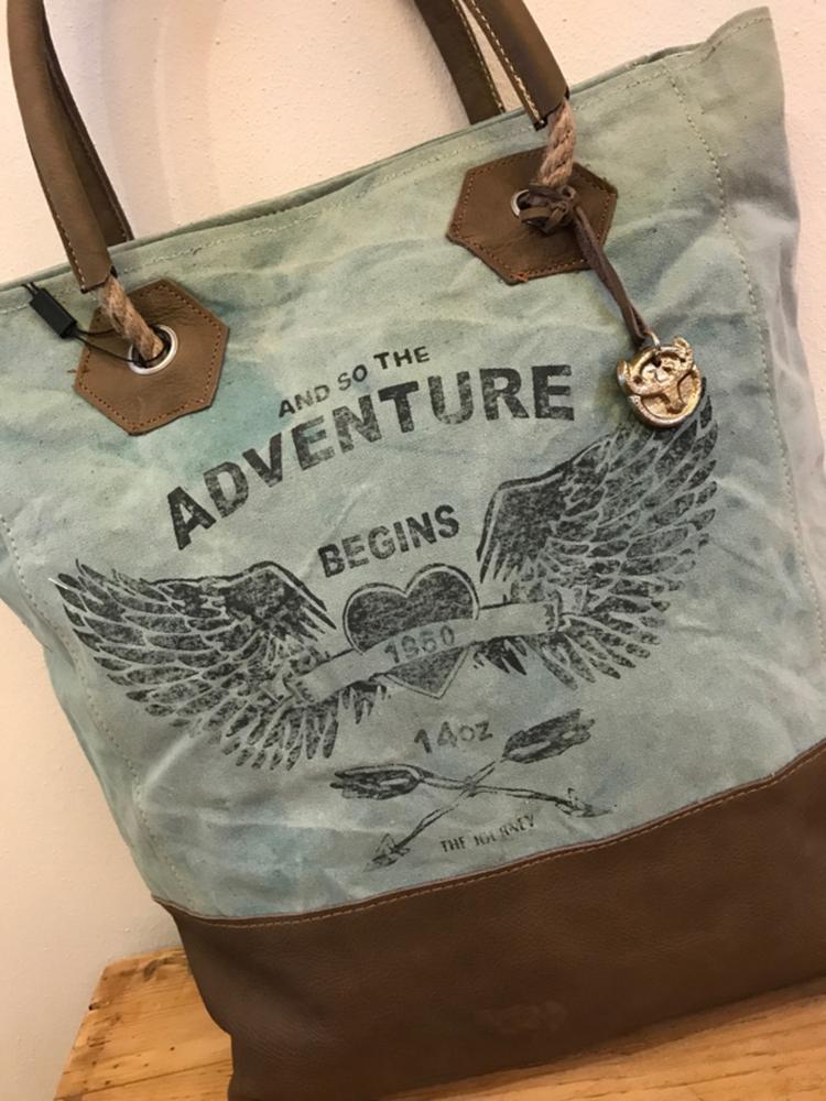 abf006f0902 Stoere canvas shopper Adventure Carnvas tas met lederen hengsels van Colmore  by Diga pinlake lodge sluit