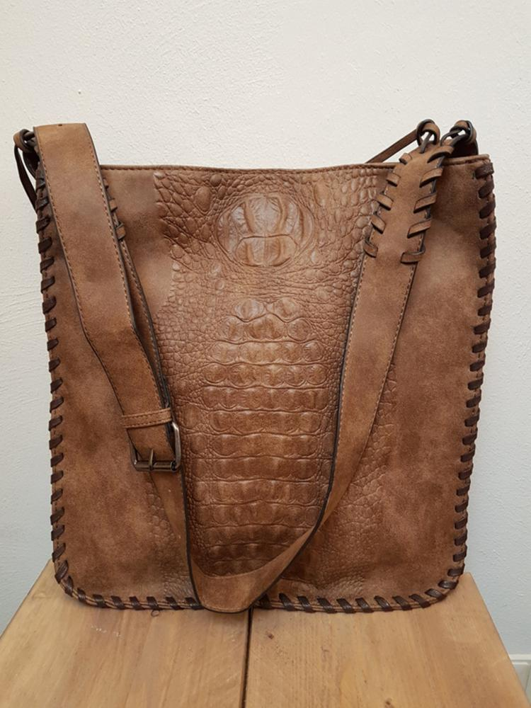 93e74e14b52 Rechthoekige tas met verstelbaar hengsel met gesp. Verschillende  binnenvakken met ritssluiting. afm 35 x