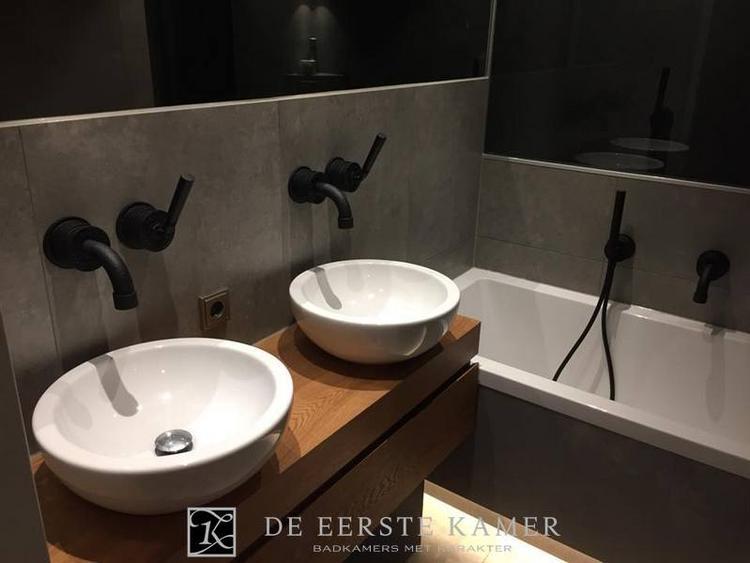 Kraan Badkamer Zwart : De eerste kamer stoer met de zwarte kranen van jee o!. foto