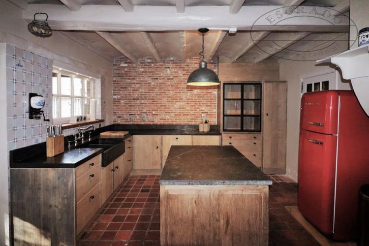 Landelijk Hoek Keuken : Landelijke hoekkeuken op maat gemaakt. massief houten keuken. foto
