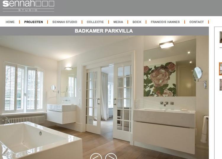 Badkamer bloemenprint houten vloer. foto geplaatst door nvb op