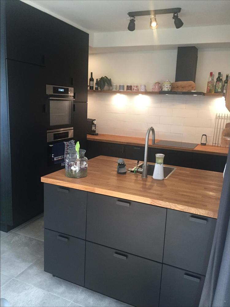 Keuken Met Kastjes Van Ikea En Een Eiken Houten Blad Foto Geplaatst