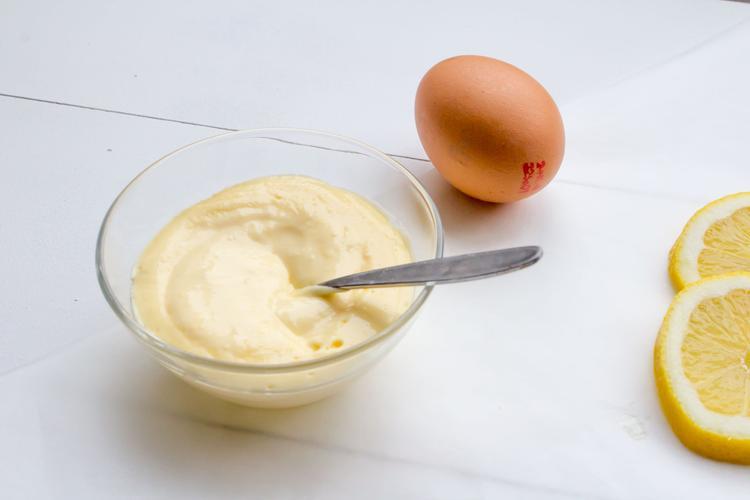 deze hollandaise saus is zo gemakkelijk te maken en er kan ook maar