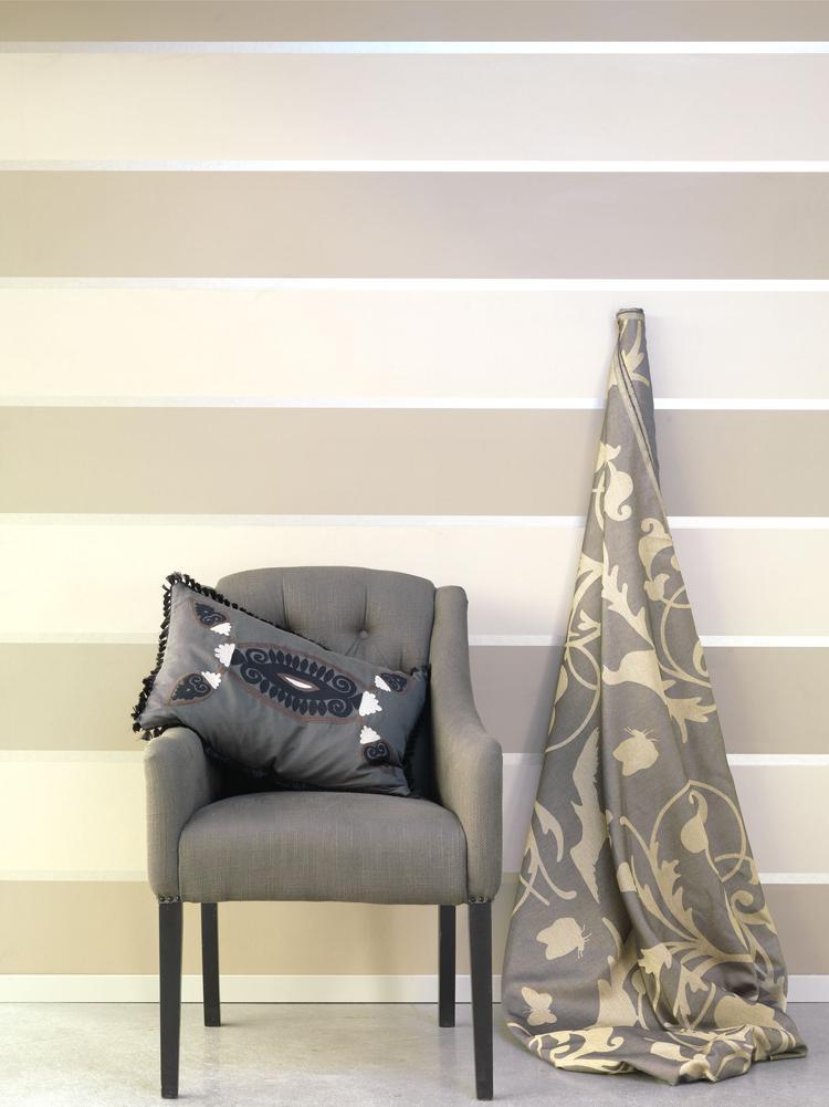 a2a8cf91f96 Naturel gekleurd behang van Eijffinger met zilveren strepen. Liefhebbers  van naturel kleuren opgelet. dit behang heeft ...