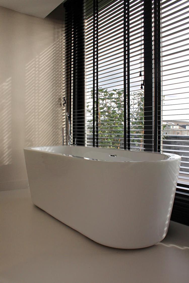 Gietvloer in badkamer. Foto geplaatst door Motionvloer BV op Welke.nl