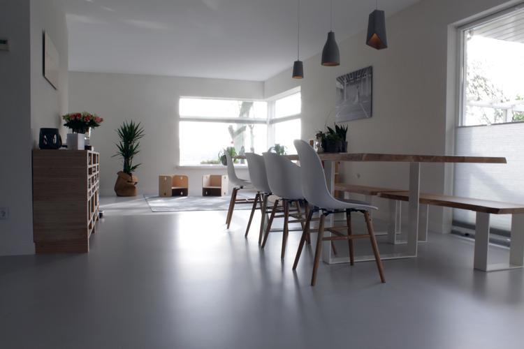 Eetkamer Grijze Eik : Betonlook gietvloer in eetkamer foto geplaatst door motionvloer