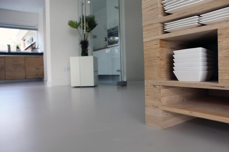 Landelijk Keuken Gietvloer : Betonlook gietvloer in keuken foto geplaatst door motionvloer bv