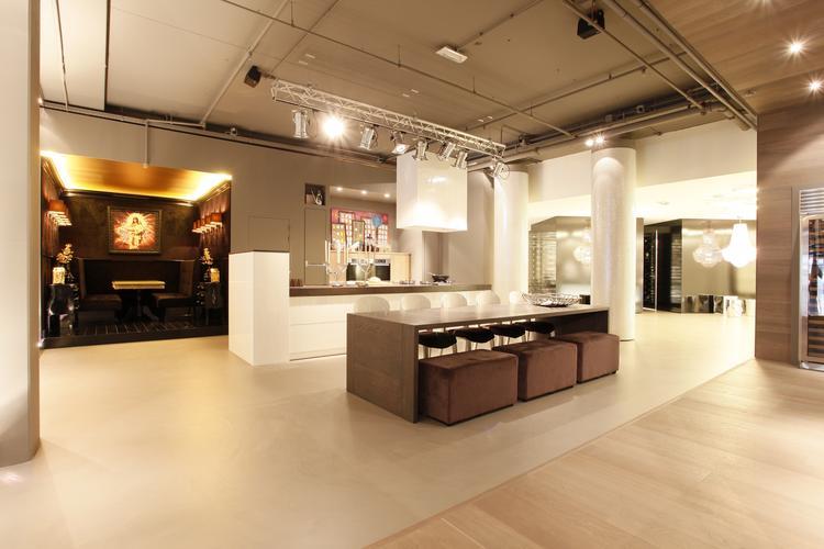 Rustieke Woonkeuken Gietvloer : Naadloze gietvloer showroom keuken foto geplaatst door