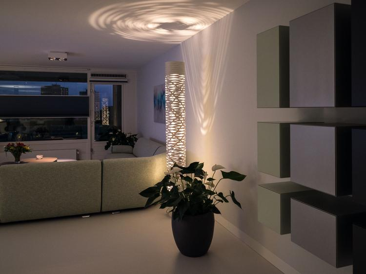 Stijlvol interieur met strakke pu gietvloer. foto geplaatst door