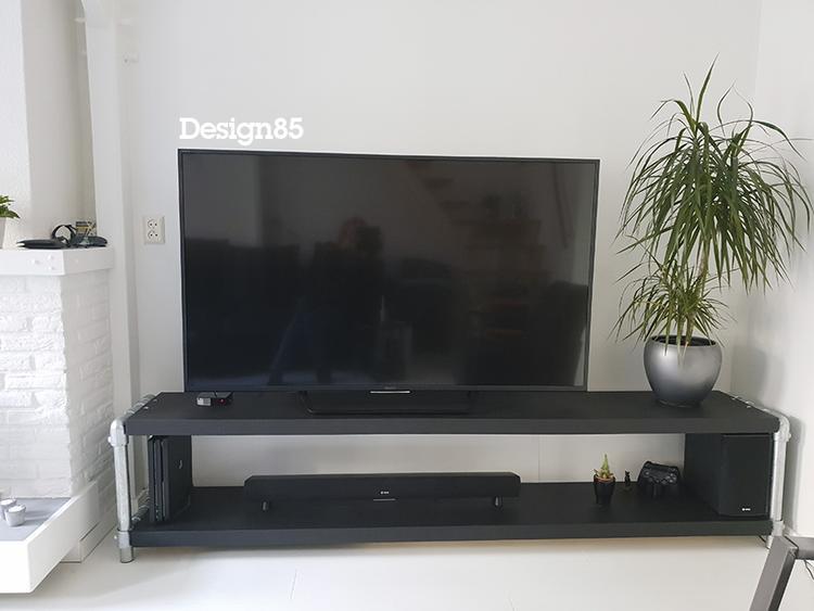 Ruime Tv Kast.Uniek Tv Meubel Met Zwarte Steigerbuizen En Schappen Van