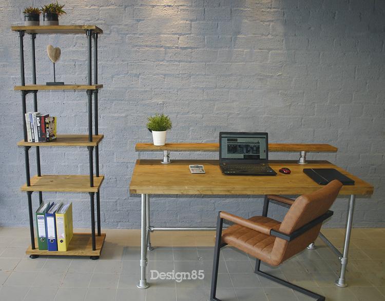 Zoek Je Een Industrieel Bureau Van Steigerhout En