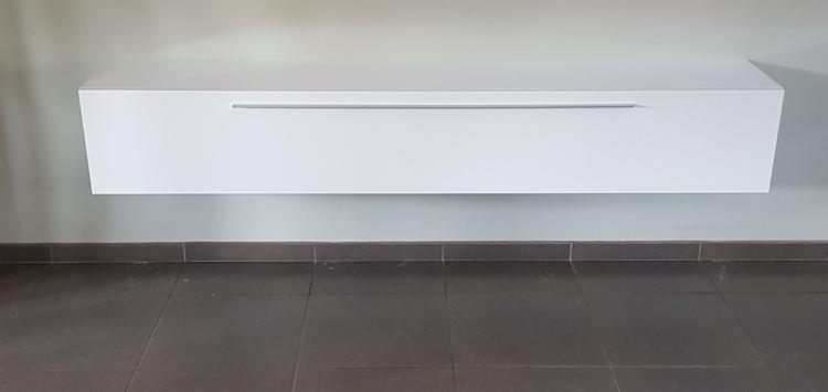 Zwevend Tv Meubel Hoogglans.Zwevend Tv Meubel 210cm Volledig Hoogglans Wit Foto Geplaatst Door