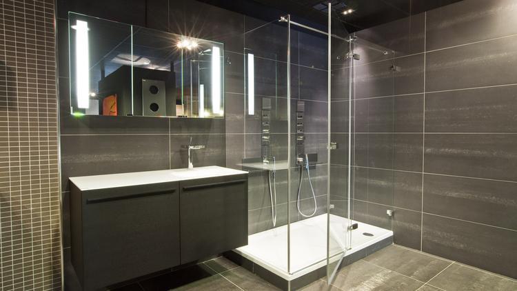 Badkamer met inloopdouche (Engelen Rotterdam). Een inloopdouche ...