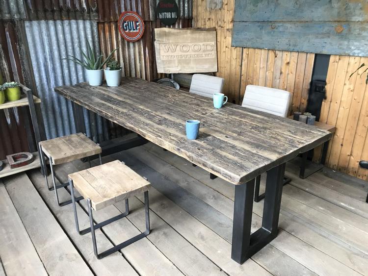 Mooie Stoere Eettafel.Deze Eettafel Is Gemaakt Van Stoere Robuuste Planken Met Een