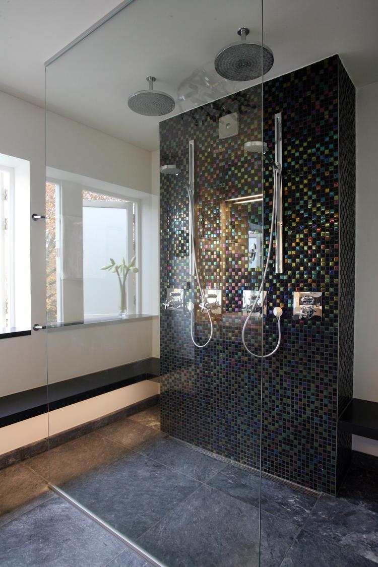 luxe dubbele inloopdouche de inloopdouche in deze badkamer is