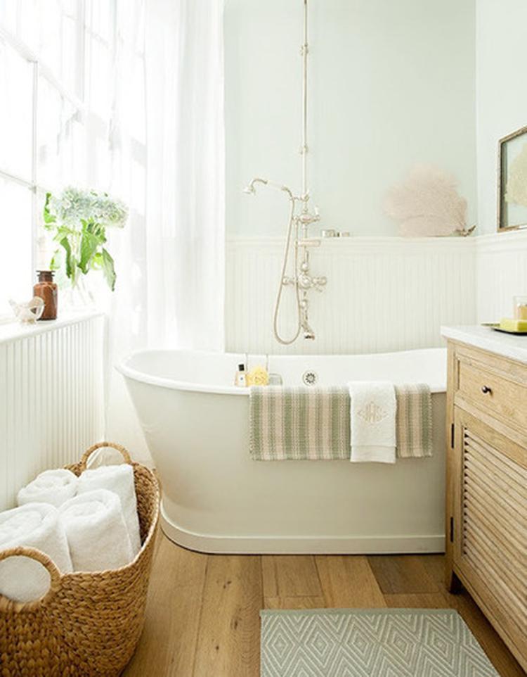 https://cdn4.welke.nl/cache/crop/750/auto/photo/48/92/3/Lichte-badkamer-met-houten-vloer-en-lambrisering.1363596652-van-Tiara_1fjqJU2.jpeg
