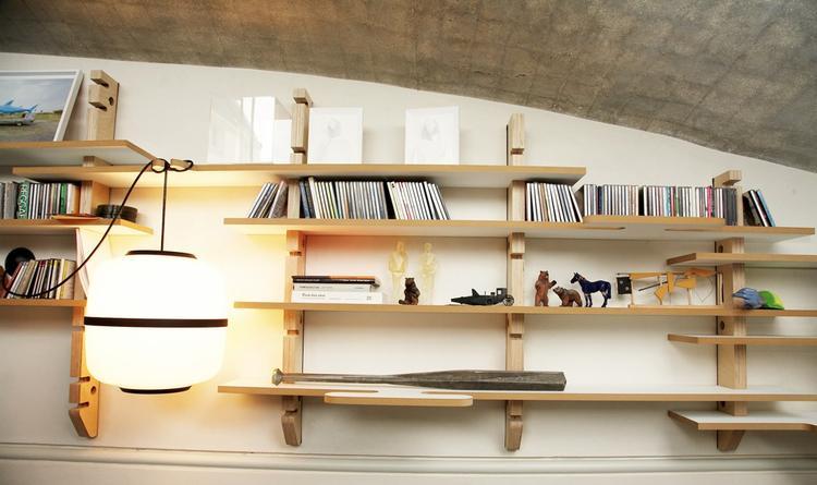 uitbreidbare boekenkast met prachtige lamp. Foto geplaatst door ...