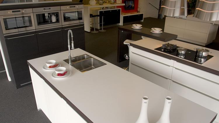 Koffiemachine De Keuken : Alno sign keuken in hoogglans met wit werkblad. deze alno sign