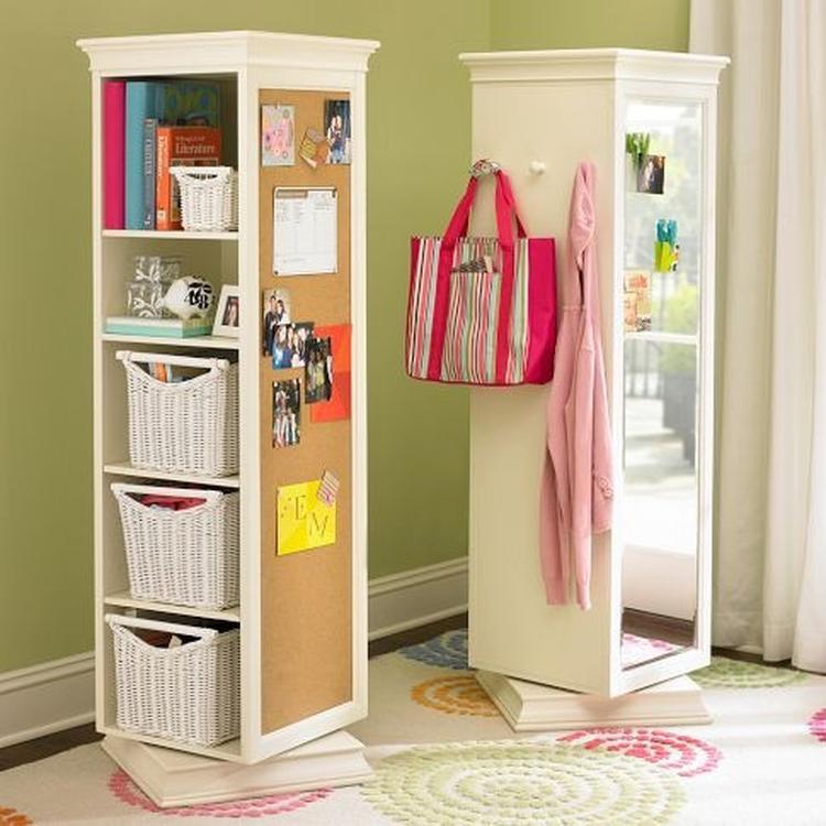 Hier krijg je een goedkope boekenkast van Ikea. Bevestig een spiegel ...