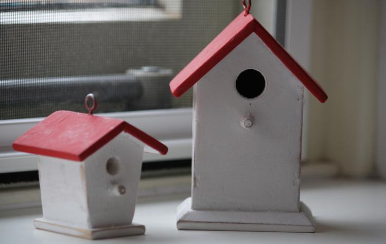 Kinderkamer Behang Vogelhuisjes : Mooie vogelhuisjes geverfd voor op de kinderkamer. . foto geplaatst