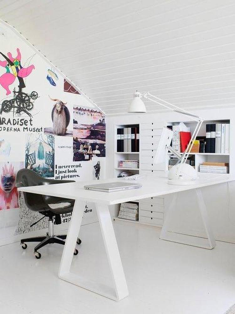 Idee voor slaapkamer/bureau. Posters aan de muur . Foto geplaatst ...