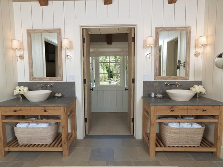 Toch twee wastafels in een kleine badkamer.... Foto geplaatst door ...