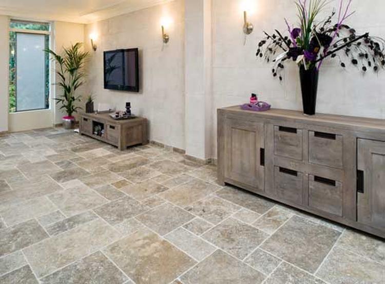 Leisteen vloer met meubels. leisteen in combinatie met hout . foto ...