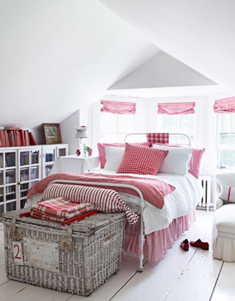 Landelijke slaapkamer met schuin dak. . Foto geplaatst door Ietje op ...