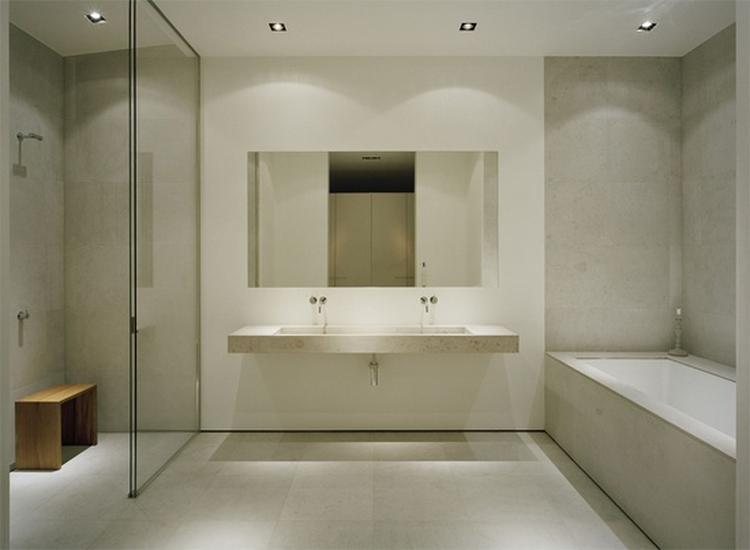 rustige kleuren, hoge kwaliteit materialen; de ideal badkamer. Foto ...