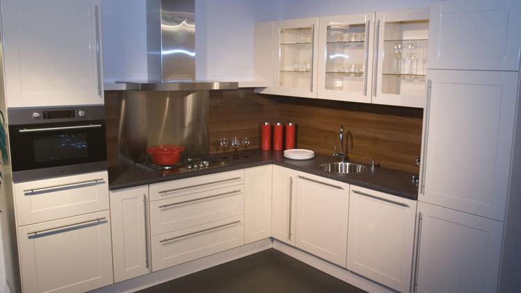 Amero by Alno keuken met kunststof werkblad in creme. Moderne ...